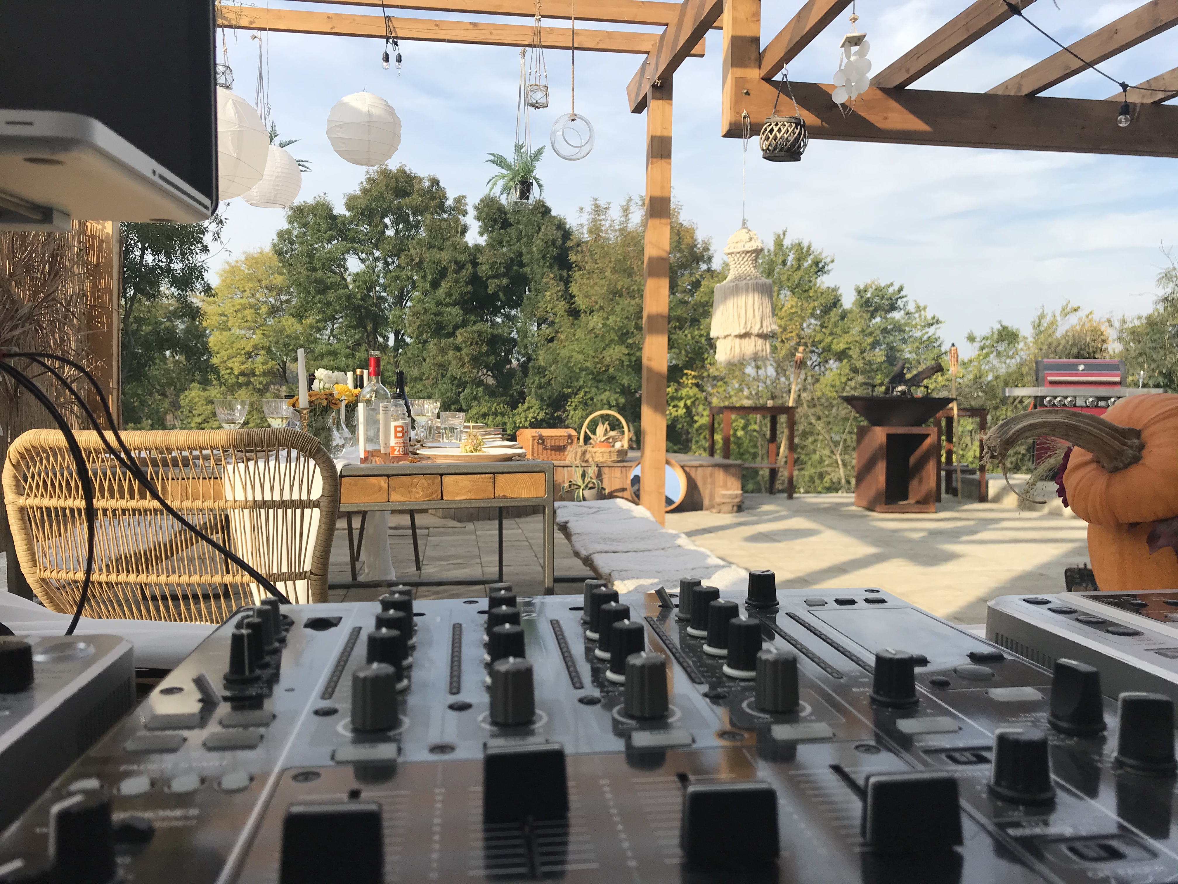 BY THE LAKE (Caciulati) - Dj & Sonorizare Evenimente Private