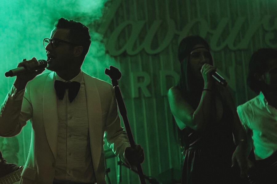 Adrian Sina & The Wedding Crashers Live la evenimente, nunta, botez, private party.