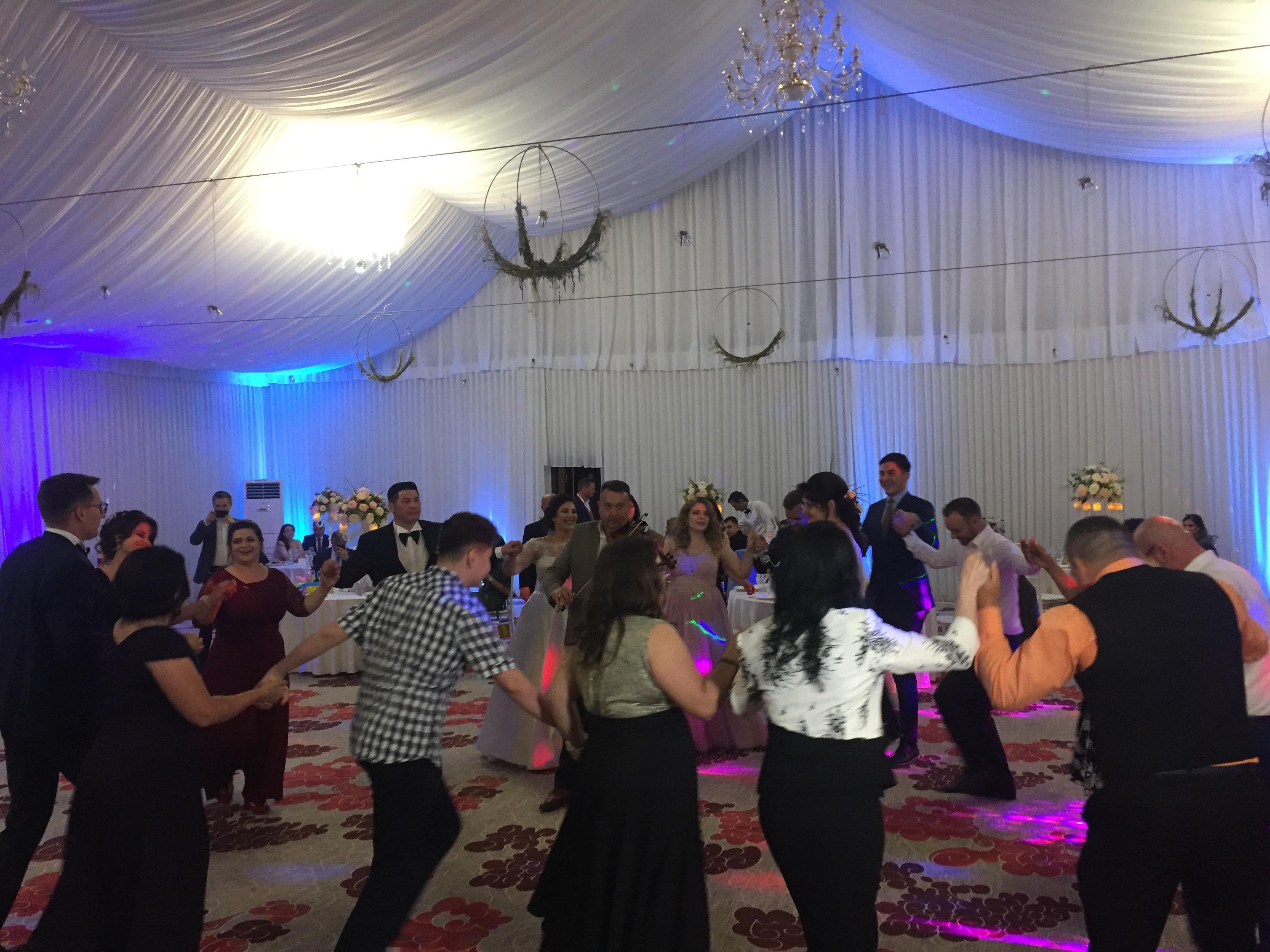 Taraf la nunta - Horă si muzica populară