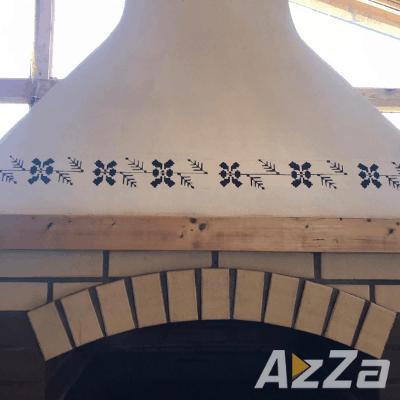 Simbol traditional pictat manual pe cuptor de vatra